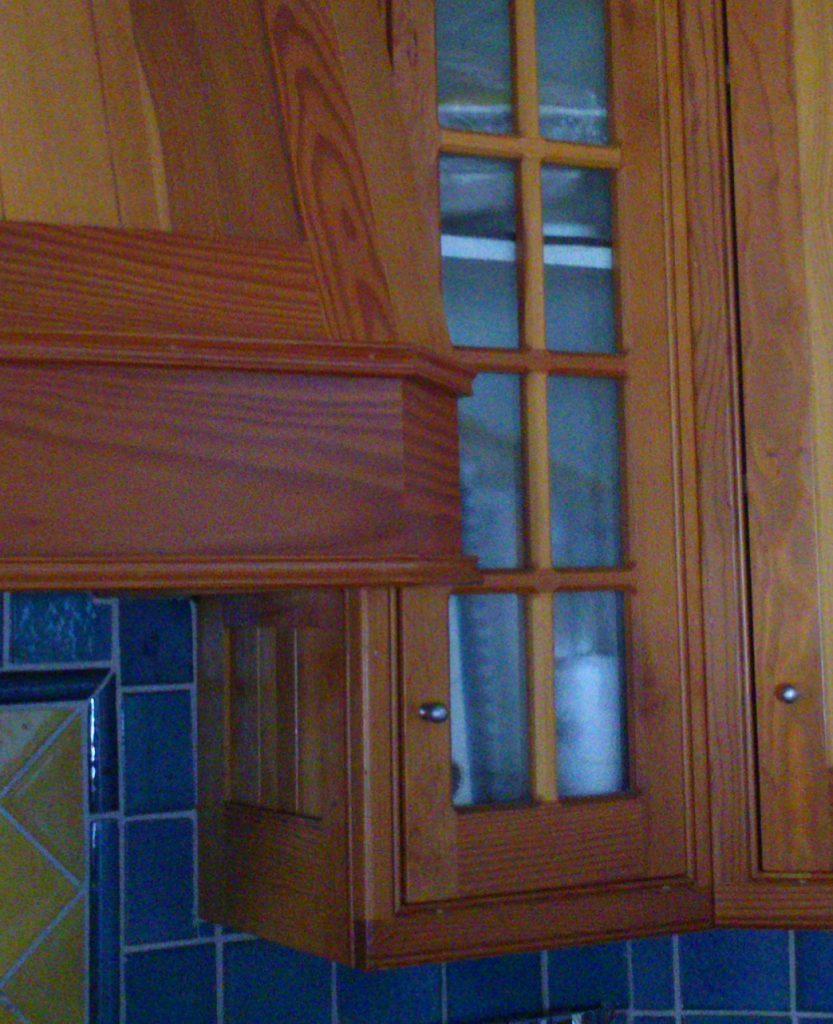 Kitchen wall cabinet detail