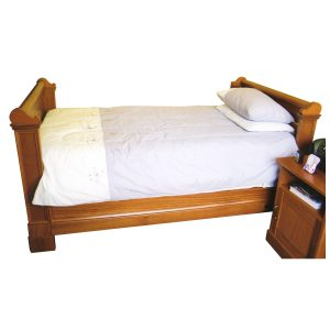 Bed with head- and foot board, decorative mouldings and scroll detail in Chamfutta