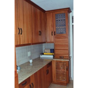 Kitchen cabinets in Chamfutta