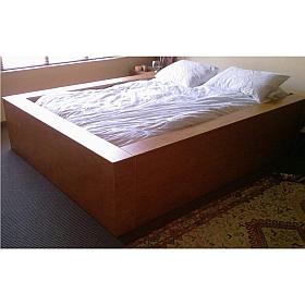 Queen-size bed in Cherry wood veneer. #0827